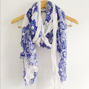 NWT Forever 21 Blue and White Patterned Scarf